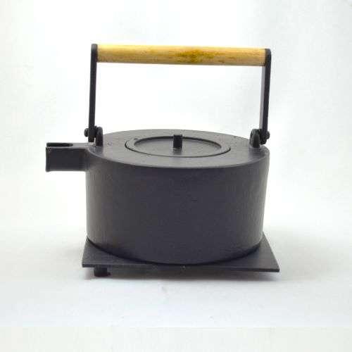 Eisenkanne Maki 1,0l (Schwarz, Gerade mit Holzgriff)