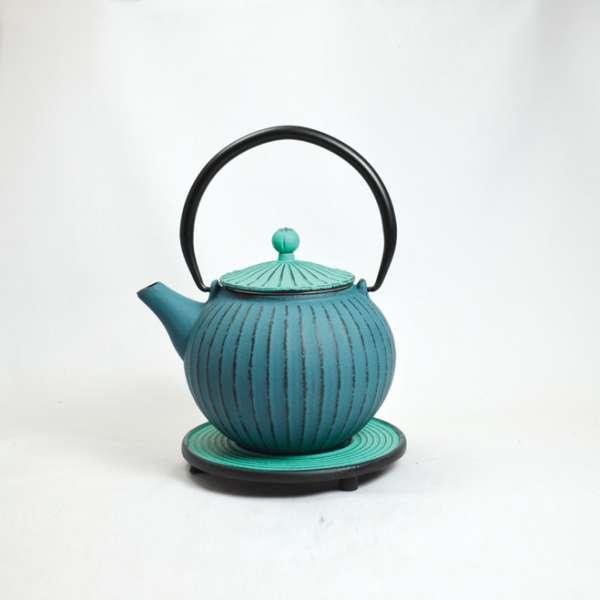 Eisenkanne Chokoreto 0,8l (Blau mit längsstreifen und grünem Deckel)