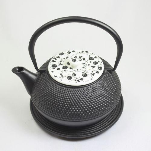 Eisenkanne Arare 1,2l (Schwarz mit kleinen Noppen und weißem Deckel)