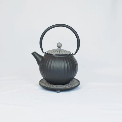 Eisenkanne Chokoreto 0,8l (Schwarz mit längsstreifen und grauem Deckel)
